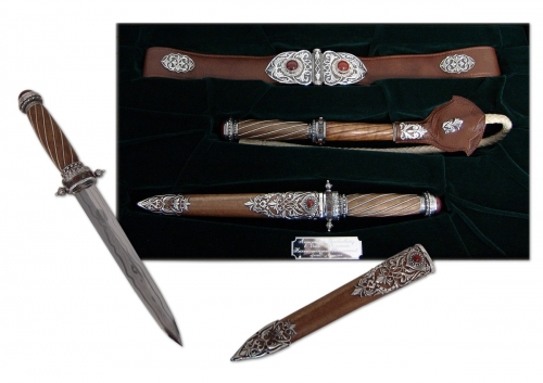 s-252. <br>  	Khan set with a dagger and a whip. <br> 925 silver. 900 grams. Natural Carnelian and Jasper.