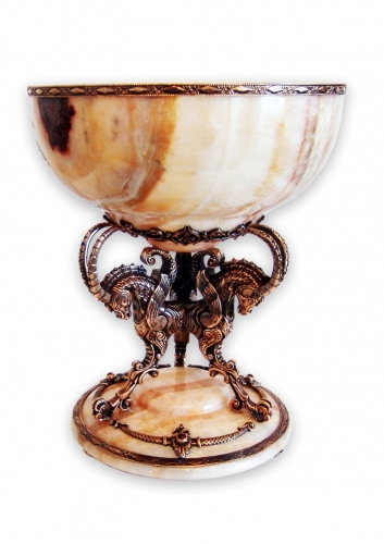 s-294 <br>  Bowl. <br> Bronze. Natural Onyx and Carnelian.. Height 25 cm. Diameter 20 cm.