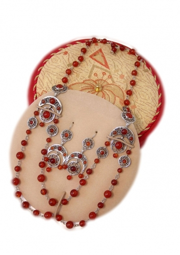 A-58.       <br>                      Kit. <br> 925 silver. Natural Carnelian.