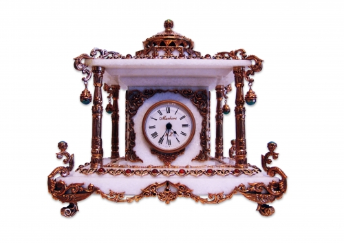 s-330 <br> Clock. <br> Bronze, marble, natural carnelian and jade. Height 26 cm.  Length 27 cm. Width 23 cm. Clockwork (UTS) Germany.